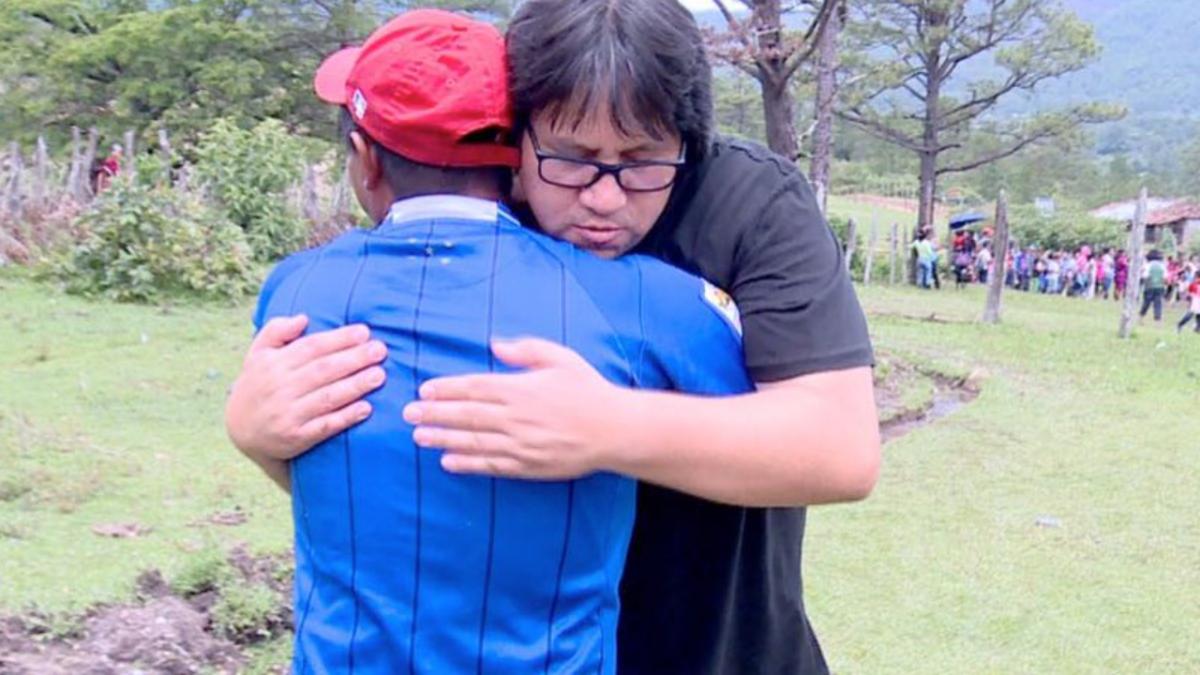 Cantante cristiano Roberto Orellana construye hospital en zona remota de Honduras