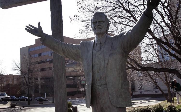 Estatua de Billy Graham retirada del centro de la ciudad