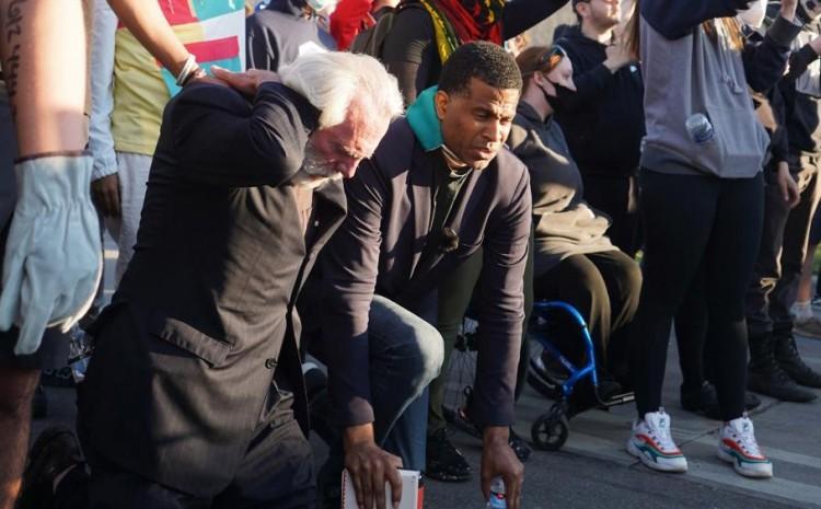 Pastor está ganando almas para Cristo durante las protestas en EE.UU.