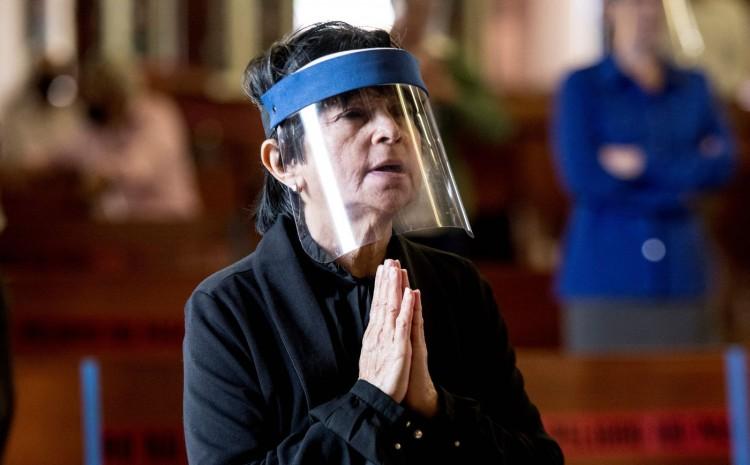 California prohíbe cantar en la iglesia