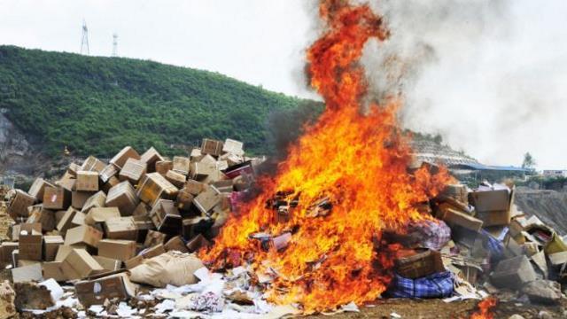 Autoridades chinas queman Biblias y materiales cristianos incautados en iglesias