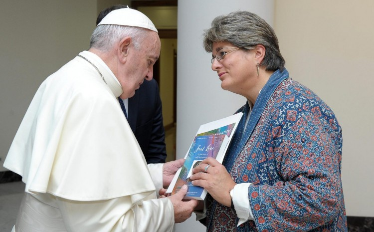 «Los evangélicos deben ser perseguidos por no aceptar la homosexualidad», dice Líder católica LGBT
