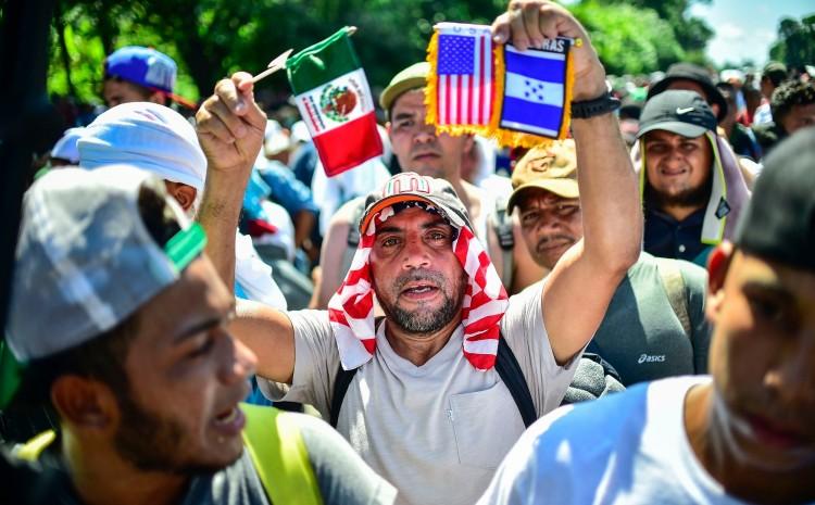 Miles de personas que marchan en caravana de migrantes a Estados Unidos exigen que la administración de Biden 'cumpla con sus compromisos'