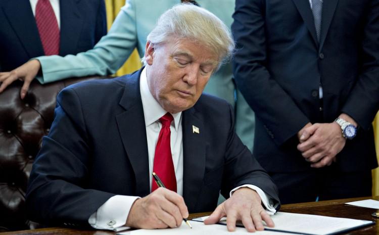 Trump bloqueó deportación de venezolanos en su último regalo político