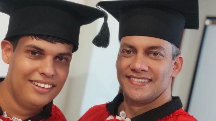 Padre ingresa a estudiar Derecho junto a su hijo con autismo para evitar discriminación: Ambos terminaron la carrera