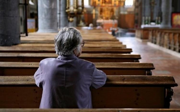 La membresía de la iglesia de EE. UU. Cae por debajo del 50% por primera vez: encuesta