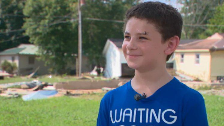 """Niño de 8 años sobrevive a la inundación luego de Orar desde el techo: """"Dios no me dejes morir"""""""