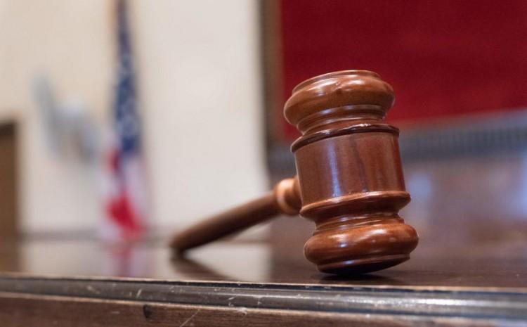 Juez federal dictamina que deben permitirse exenciones religiosas a los mandatos de vacunación
