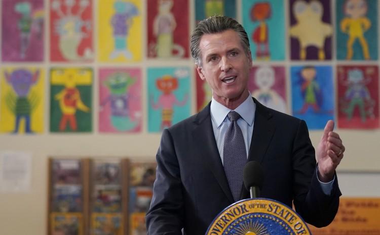 CALIFORNIA SE CONVIERTE EN EL PRIMERO EN MANDAR LA TEORÍA CRÍTICA DE LA CARRERA PARA LA GRADUACIÓN DE LA ESCUELA SECUNDARIA